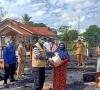Warung Digerbang Kampus Politani Terbakar, Bupati Langsung Antarkan Bantuan
