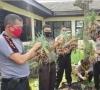 Sambut Hut Bhayangkara Ke 74,  Polres Payakumbuh Berbagi Hasil Kebun Sendiri