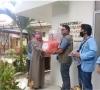 Satgas UNRI melakukan kegiatan penyerahan baju APD di 4 instansi kesehatan di Pekanbaru