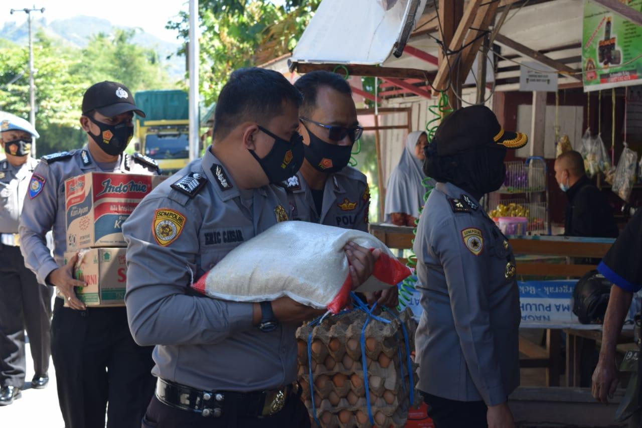 Hut Bhayangkara Ke-75, Personil Polres 50 Kota Gelar Bakti Sosial